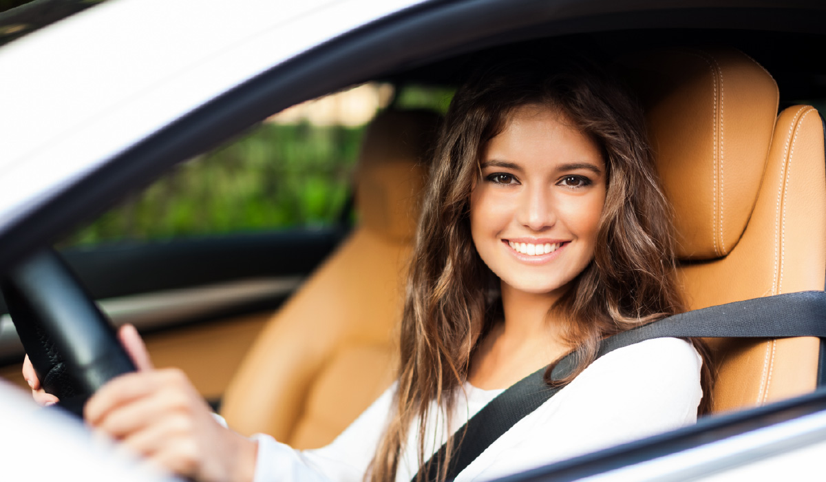 Young-woman-driving-her-car